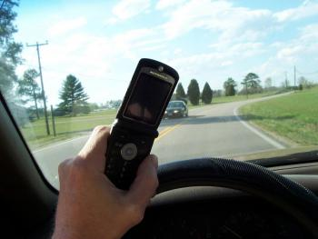cell_phone_use_while_driving_0